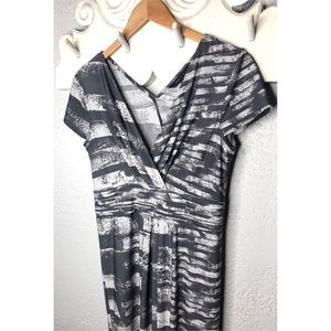 BCBGMaxAzria Alba dress in gray and white S